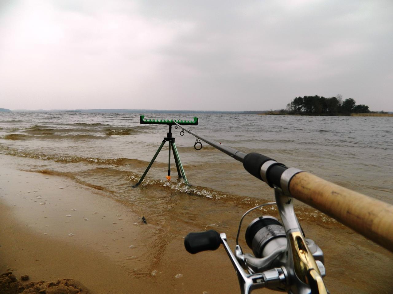 Фидер на ближних бровках крупных рек
